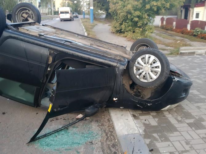 В Бежицком районе Брянска перевернулась «Лада Гранта»