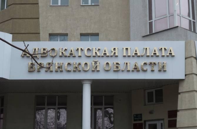 В Брянске адвокат вымогала 15 тысяч рублей для взятки следователям