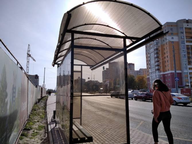 В Брянске вернули сорванную крышу новой остановке на Советской
