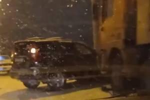 На путепроводе у вокзала Брянск-Орловский столкнулись КАМАЗ и внедорожник