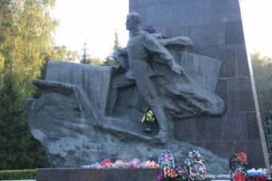 Под Брянском «забыли» зажечь Вечный огонь у памятника воинам-водителям