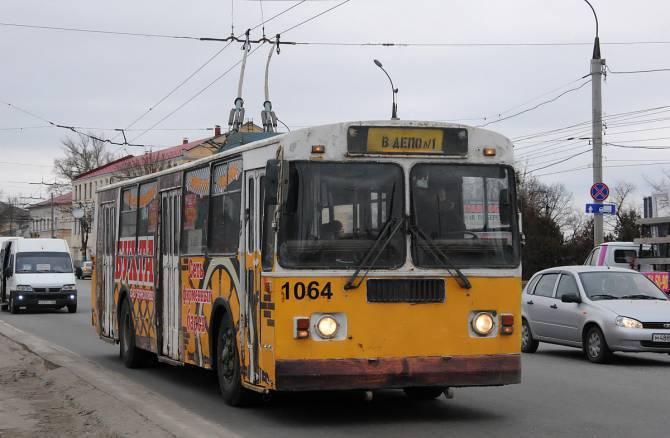 В Брянске отменили дневные и вечерние рейсы двух троллейбусов