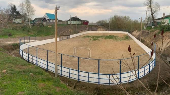 В Карачеве отремонтировали старый хоккейный корт