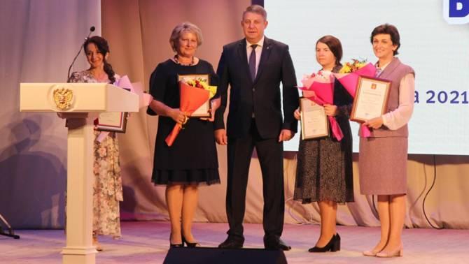Президент Путин наградил четверых брянских учителей