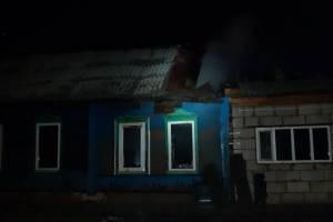 Горящий жилой дом в Суражском районе спасатели тушили более двух часов