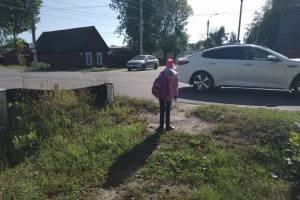 В Новозыбкове дети вынуждены перебегать опасный перекресток по дороге в школу