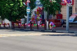 В Брянске магазины отметили самоизоляцию шариками и музыкой
