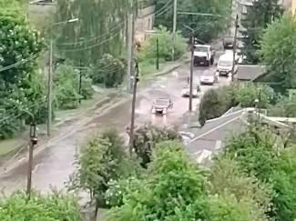 Центральные улицы в Брянске затопило после дождя