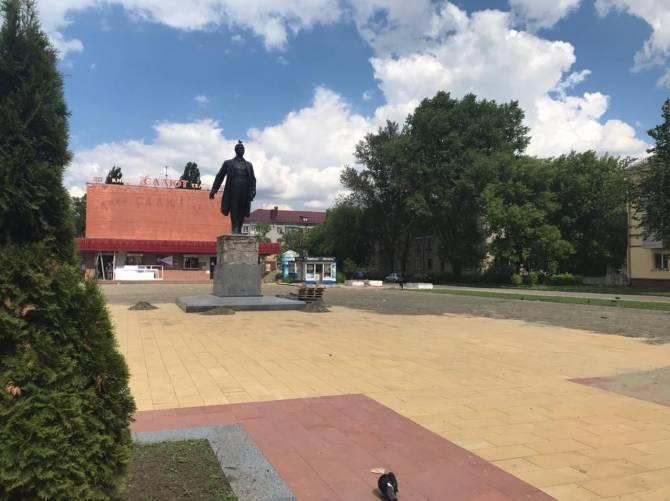 В Брянске близится к завершению благоустройство сквера у кинотеатра «Салют»