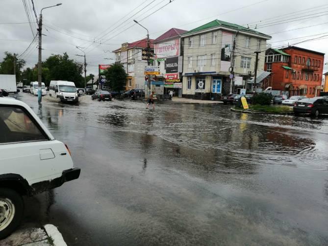 В Брянске на Вокзальной после ливня откачали 100 кубометров воды