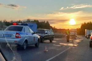 На брянской трассе из-за жуткой аварии образовалась пробка