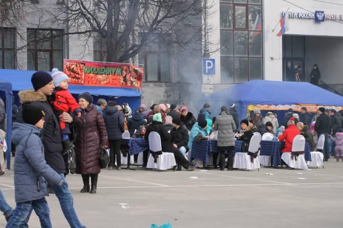 Брянский главпочтамт на площади Карла Маркса отмечает 90-летие