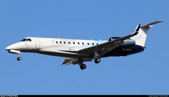 В брянском аэропорту приземлился частный самолет из Курска
