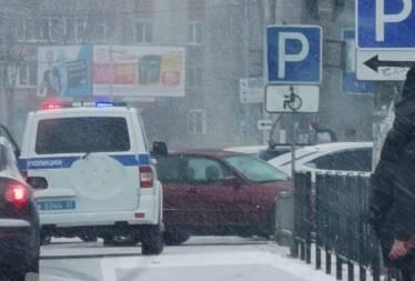В Новозыбкове у магазина две легковушки попали в ДТП