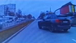 В Брянске автохам на BMW едва не устроил аварию на проспекте Московском
