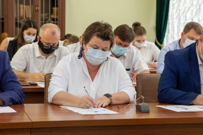 Глава Брянска Марина Дбар написала «Диктант Победы»