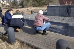 Брянские студенты навели порядок на территории бывшего 85-го ремонтного завода