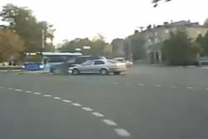 В Брянске сняли на видео аварию на кольце Полтинника