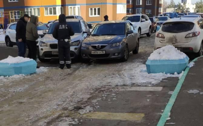 В Брянске на «Аллее мам» столкнулись две легковушки