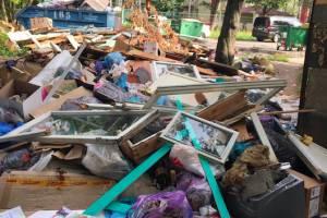 В Брянске на улице Красноармейской нашли свалку оконных рам