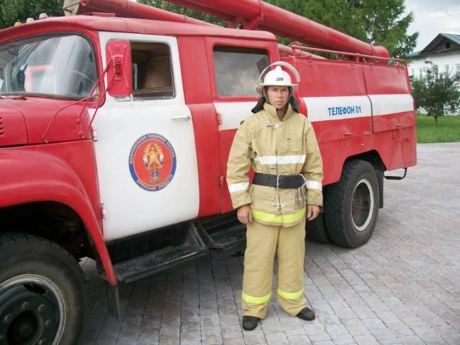 При тушении пожаров всегда проявляет себя как грамотный специалист