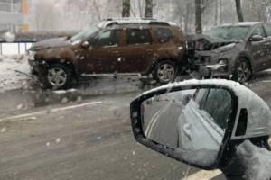 В Брянске массовую аварию возле БГУ сняли на видео