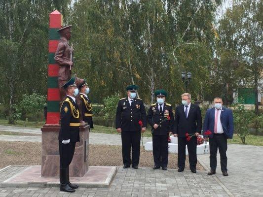 В Новозыбкове торжественно открыли скандальный памятник пограничникам