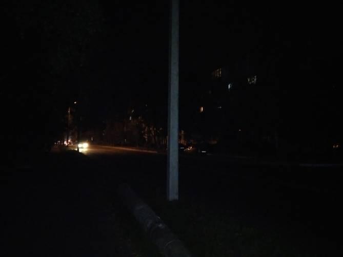 В Брянске на переулке Пилотов заменили заклеенный скотчем столб