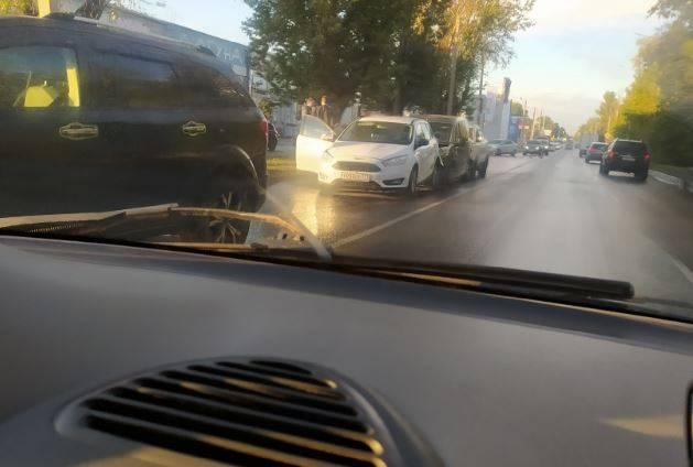 В Брянске на улице Литейной произошла массовая авария