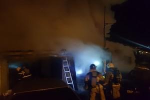 В Брянске сгорел гараж: есть пострадавший