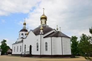 Митрополит Александр освятил отреставрированный храм в Жуковке