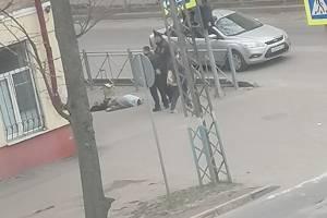 В Брянске возле школы №46 обнаружили труп женщины