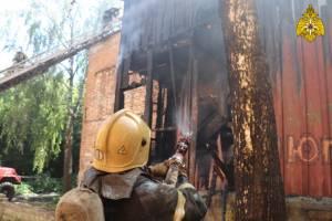 В Брянске горела двухэтажка на Набережной