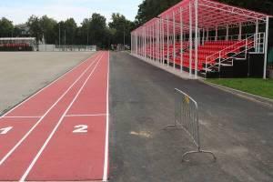 В Стародубе на стадионе «Заря» смонтировали трибуны и обустроили беговые дорожки