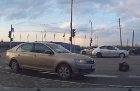 В Брянске наезд автомобиля на женщину возле фокинской «Линии» сняли на видео
