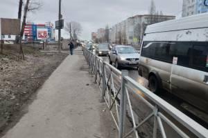 Улица Бурова на въезде в Бежицкий район Брянска замерла в пробке