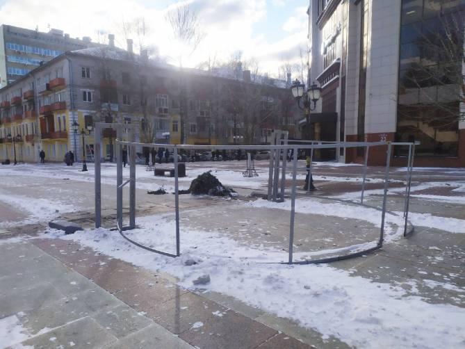 В Брянске на бульваре Гагарина демонтируют арки желаний