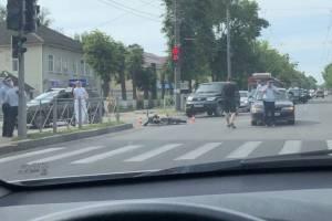В Брянске около ТРЦ «Тимошковых» сбили мотоциклиста
