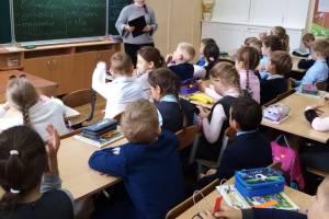 В Клинцах школу обвинили в организации массового мероприятия