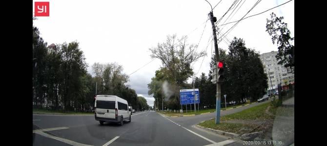 В Брянске сняли на видео безбашенного маршрутчика