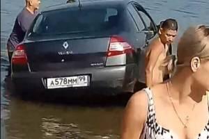 В Брянске пьяная автоледи утопила машину на Керамзитке