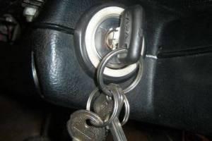 В Жуковке угонщик врезался на чужой машине в столб