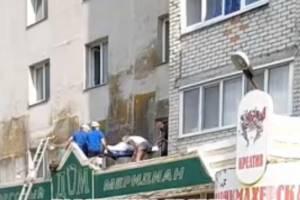 В Брянске на телецентре из окна 4-го этажа выпала пенсионерка