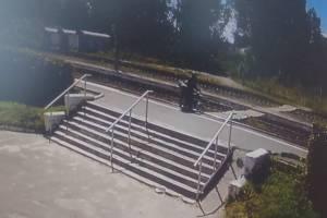 В Брянске «горе-всадник» едва не погиб под грузовым поездом