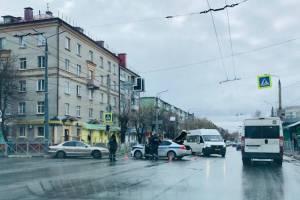 В Брянске попавший в аварию с машиной ДПС водитель ищет свидетелей