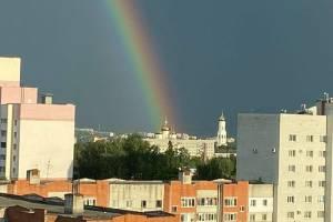В Брянске радуга озарила Кафедральный собор