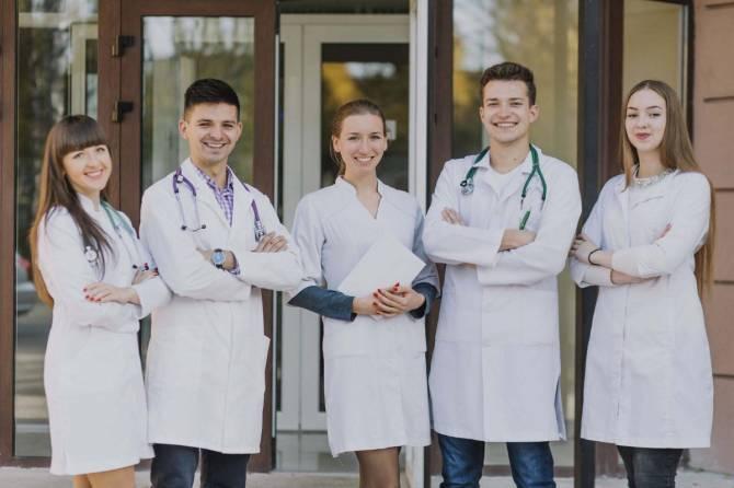 Более 200 брянских выпускников поступят в медвузы по целевому набору