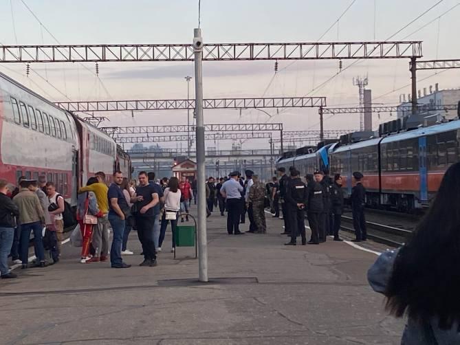 Пьяные болельщики «Спартака» устроили балаган на вокзале Брянск-I
