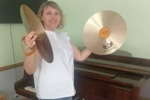 В Брянских школах искусств появились новые музыкальные тарелки