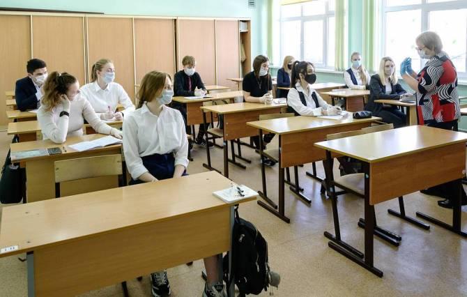Сегодня ЕГЭ в Брянской области сдают 3777 выпускникова